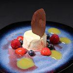 Vanilleparfait met zacht fruit