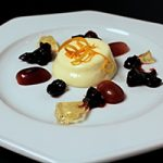 Mousse van brie met cranberry-portsaus en witte wijn gelei