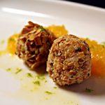 Gorgonzola-bonbon met sinaasappelcompote