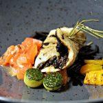 Scholrolletje met tapenade van olijven, tomaat, paprika en courgette