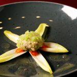 Gepaneerde makreelmousse met paprikapuree en witlofsalade