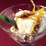 Mousse van schimmelkaas met geconfijte sinaasappelschil en Grand Marniersiroop